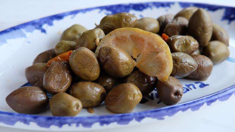 ピアッティ シチリア産グリーン・オリーブ(種あり・塩水漬)